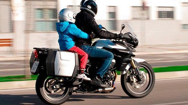 1-motos--644x362 NIÑOS COMO PASAJEROS EN MOTOCICLETAS NIÑOS COMO PASAJEROS EN MOTOCICLETAS 1 motos