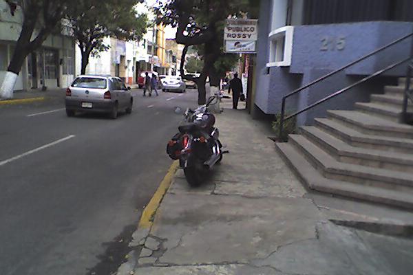moto-banqueta EL MOTOCICLISTA INFRACTOR EL MOTOCICLISTA INFRACTOR moto banqueta