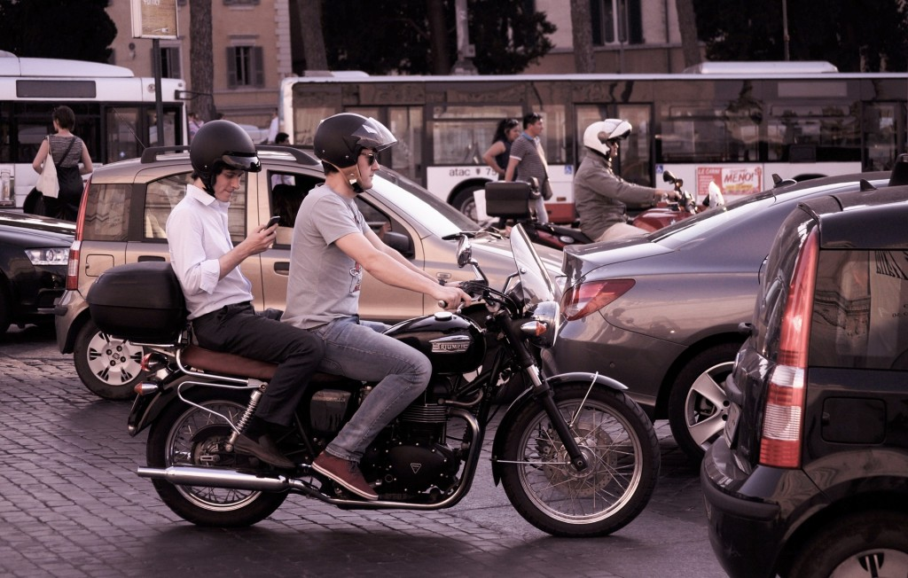 motorbike-698522_1920