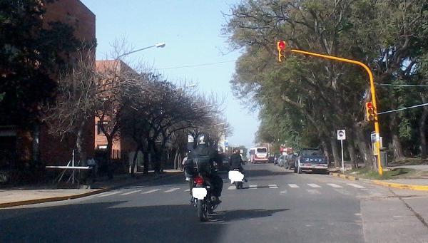 semaforo EL MOTOCICLISTA INFRACTOR EL MOTOCICLISTA INFRACTOR semaforo1
