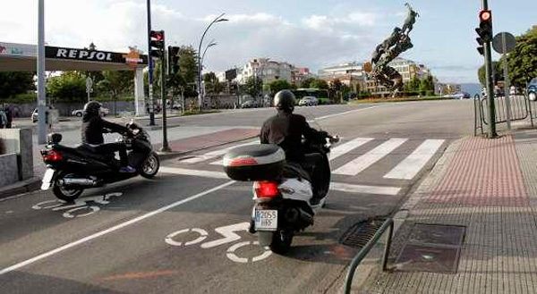 robo-de-moto-semaforo