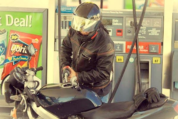 menos-combustible-en-moto