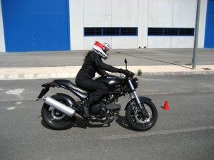 La postura correcta al conducir tu motocicleta La postura correcta al conducir tu motocicleta La postura correcta al conducir tu motocicleta Postura conduccion deportiva
