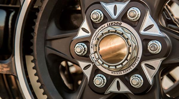 Una belleza sobre ruedas