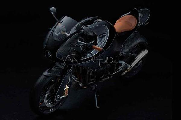 Una moto de una sola pieza hecha en fibra de carbono