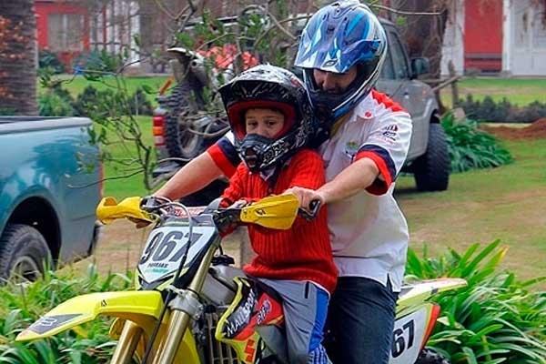 Llevar niños en moto llevar niños en moto Cuándo está bien llevar niños en moto llevar ninos en moto 2
