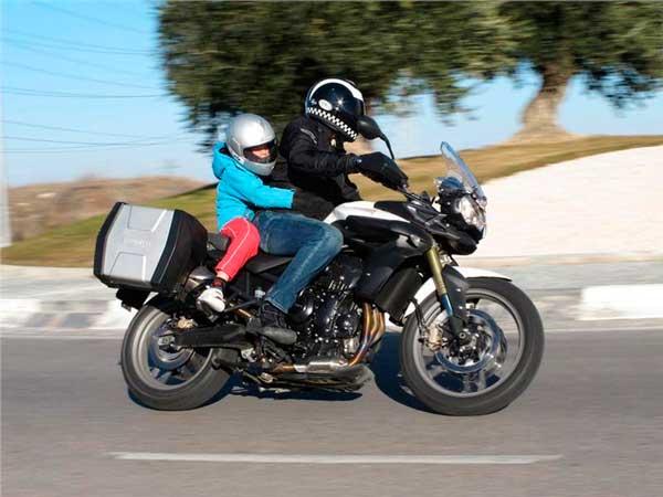 Llevar niños en moto llevar niños en moto Cuándo está bien llevar niños en moto llevar ninos en moto 4