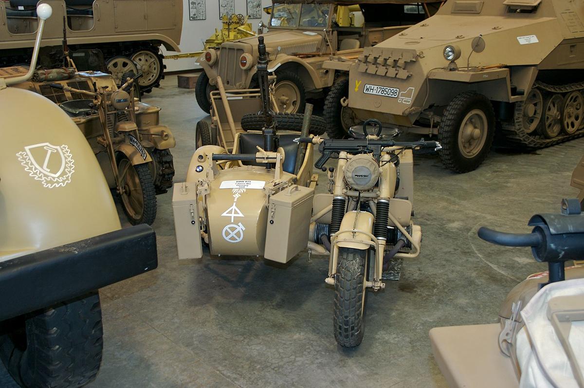 Harley Davidson WLA y BMW R75, dos motos de frentes enemigos.