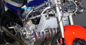 Una máquina de seis cilindros