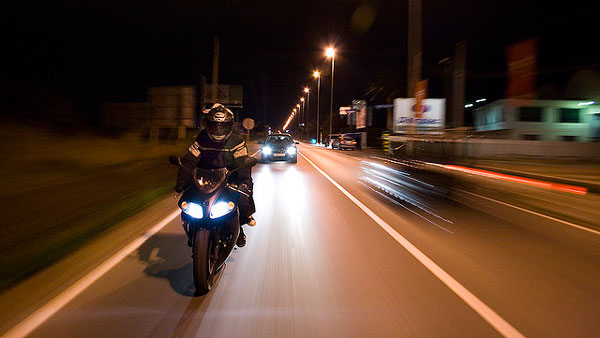 Rodada de noche en moto