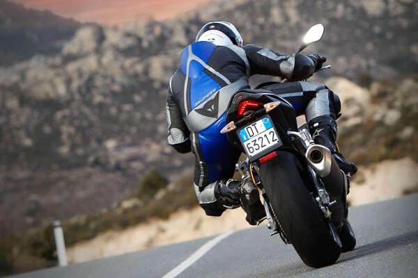 Cambiar los neumáticos de mi moto